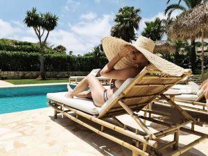 Foto de Blanca Suárez en una piscina