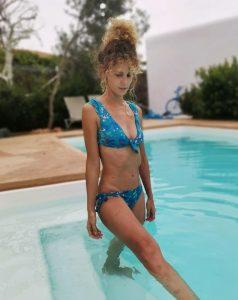 Foto de Esther Acebo en piscina