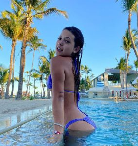Foto de Ignacia Antonia en una piscina