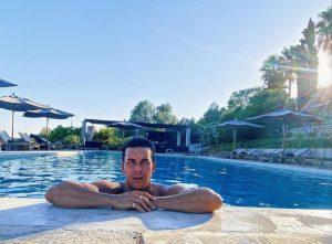 Foto de Mario Casas en piscina