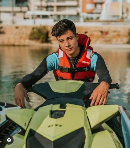 Foto de Naim Darrechi en moto acuática
