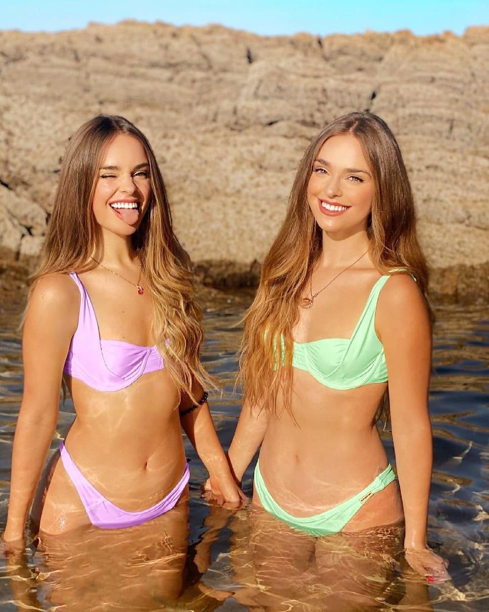 Foto de Twin Melody en la playa