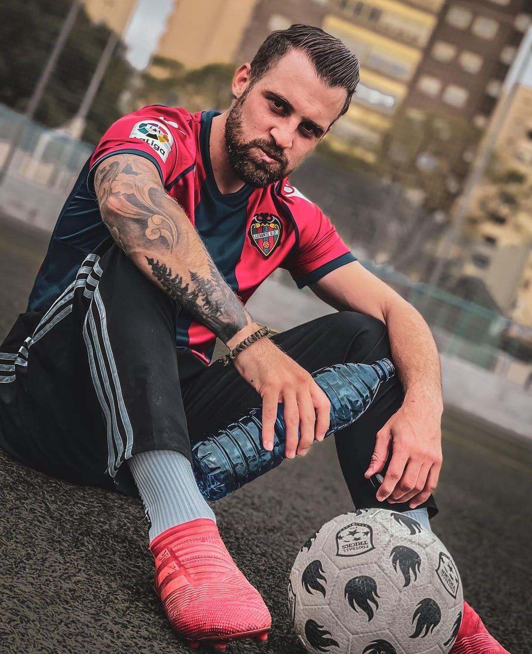 Foto de Guido FTO con un balón de fútbol